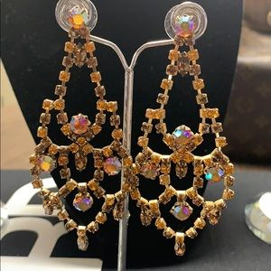 Gorgeous earrings..gorgeous color
